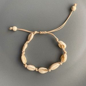 NEW Natural Cowrie Shell Bracelet (beige rope)